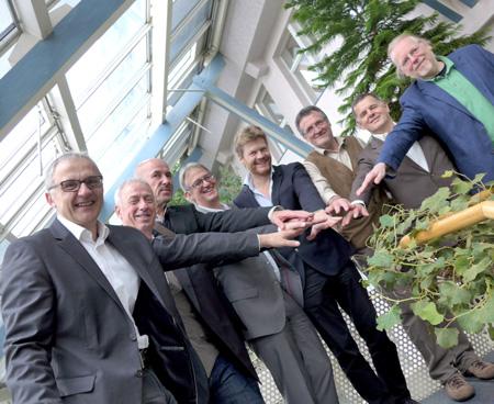 Pressekonferenz mit Mittelständischen Unternehmen im November 2014 in Frankfurt. 4. v. re.: Christian Felber, Begründer der Gemeinwohl-Ökonomie