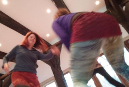 Müttlerlicher Raum im Tanz
