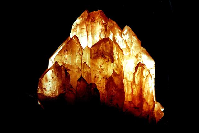 Das Erscheinen der Erdenhüter-Kristalle