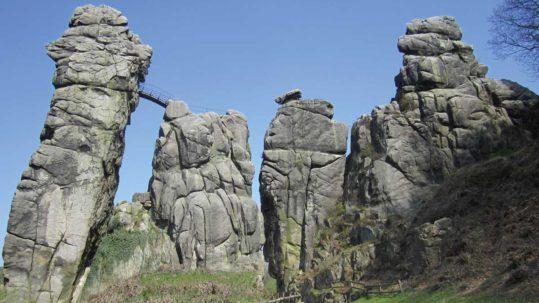 Die heiligen Paare auf den beiden Großreliefs an den Externsteinen