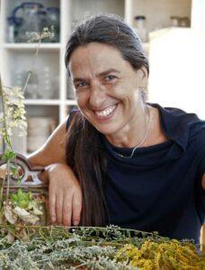 Unsere Autorin Stefanie Gross-blau.
